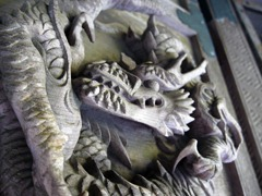 双龍門の龍の彫刻
